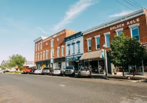 Vist Rogers Downtown with historic buildings, boutiques, restaurants and other acitivities