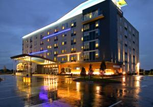 Aloft in Rogers AR - Aloft is conveniently located off I-49 close to restaurants and stores. It is the perfect hotel for business trips or leisure.