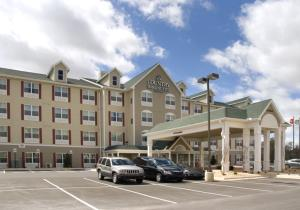 Country Inn & Suites in Rogers AR - The Country Inn & Suites offers relaxing accommodations with free WIFI. It is the perfect hotel for leisure or business trips.