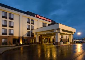 Hampton Inn in Rogers AR - The Hampton Inn in Rogers is conveniently located surrounded by a variety of shopping and restaurants. The hotel features free breakfast and WIFI.