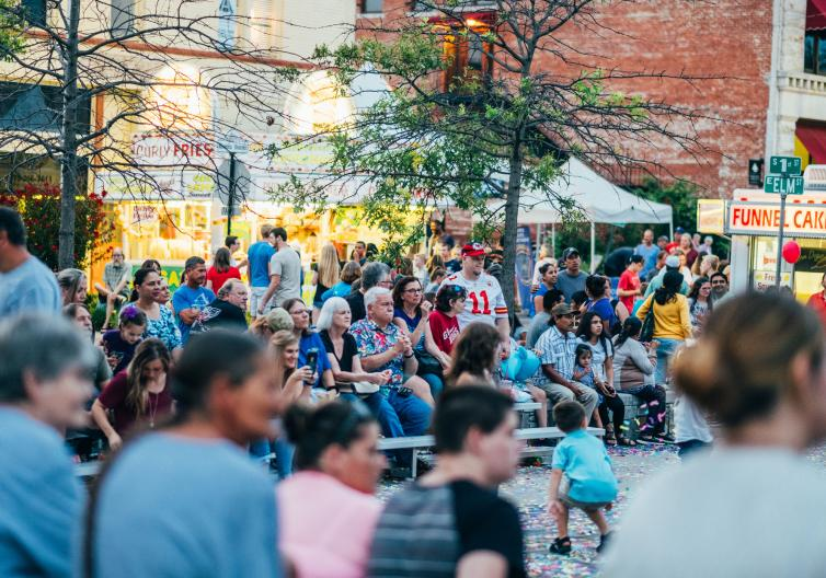 Main Street Rogers sponsored family-friendly events are scheduled all year-round, including the Downtown Rogers Restaurant Weekend, Annual Frisco Festival, live musical performances on the Frisco stage.